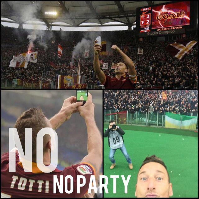 Totti Record nel derby si scatta una foto selfie dopo il secondo gol