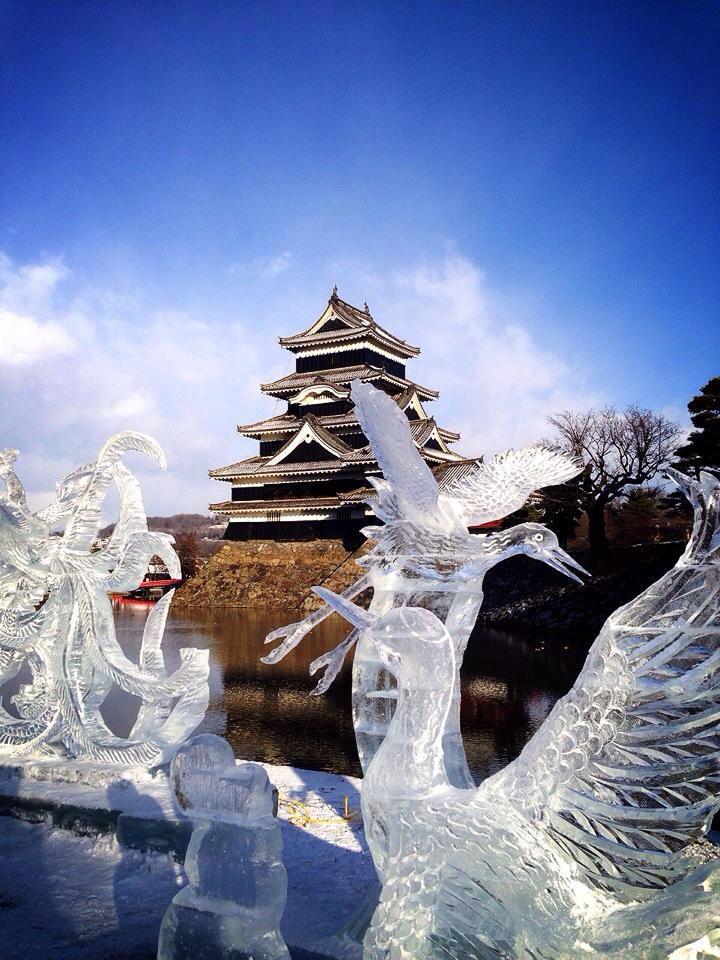 【松本情報】 RT @7tukiyo: おはようございます。松本城、今朝も晴れ!寒くて氷像も溶けてません。力作揃い!お出かけ日和ですね!  http://t.co/4ys3fIJGmj