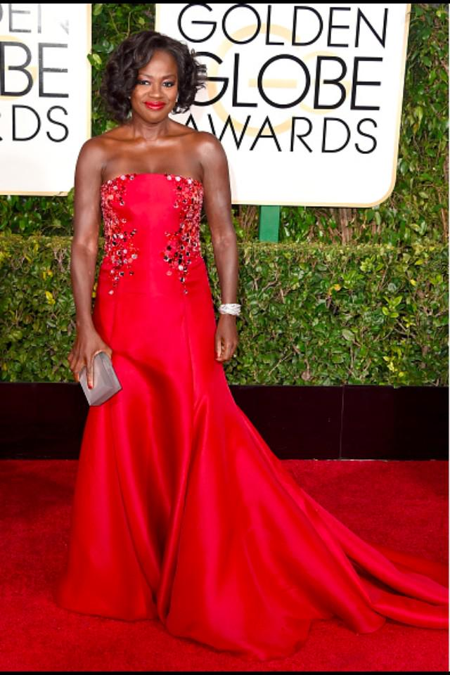 WOW..... Viola Davis looks so beautiful and radiant! That red #DonnaKaranAtelier is EVERYTHING!