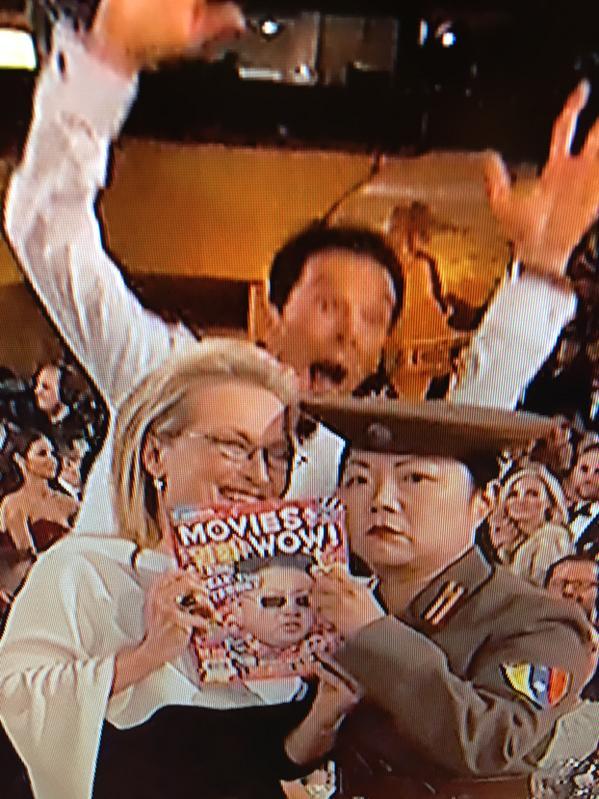 """@christineisa: The Cumberbatch photobomb for your viewing pleasure. #GoldenGlobes http://t.co/yIwbJV6TFp"" @bonniegrrl #BenedictCumberbatch"