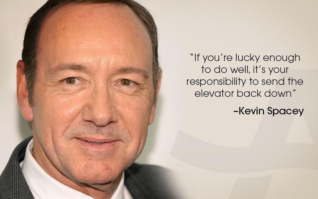 """""""성공했을만큼 운이 좋았다면, 그 다음은 당신이 타고온 엘리베이터를 다시 내려보낼 책임이 있다."""" 케빈 스페이시 http://t.co/LHj5KeGFod"""