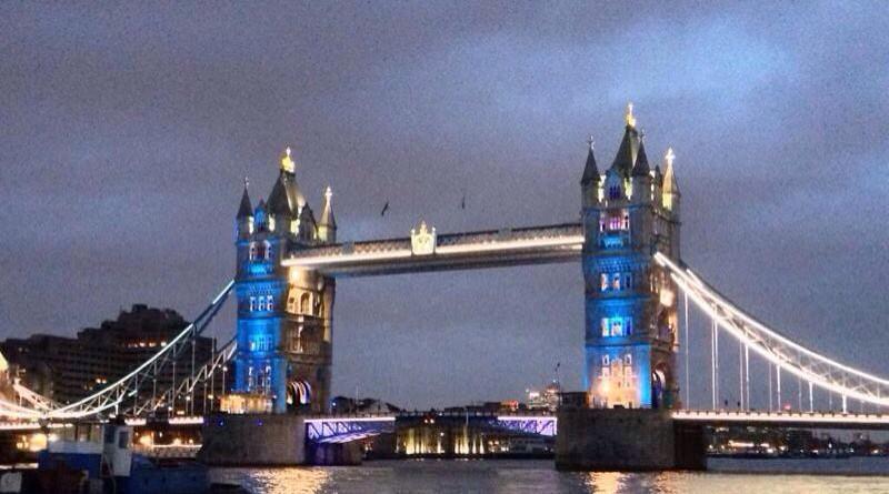 RT @Anne_Hidalgo: Merci à @MayorofLondon et aux Londoniens pour leur solidarité et leur soutien http://t.co/DvHJJ3wiaO