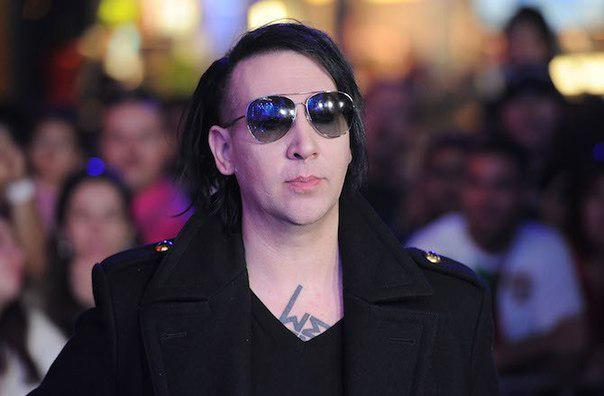 """Marilyn Manson is slowly becoming Nicholas Cage"" via @crazy_kutas http://t.co/P1wFgvrgWM"""