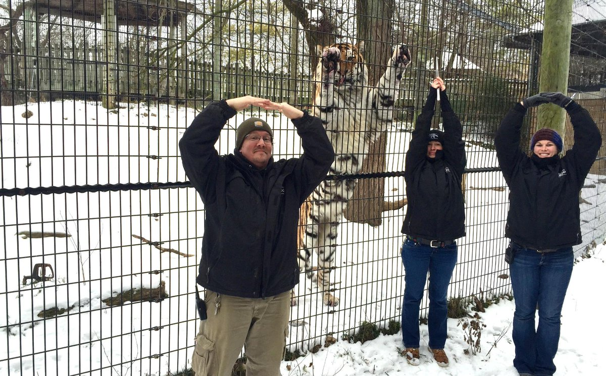 We're all rooting for our @OhioState #Buckeyes! O-H-I-O! @zoos_aquariums @OregonZoo #GoBucks #cbusproud http://t.co/RPdWqIpAok