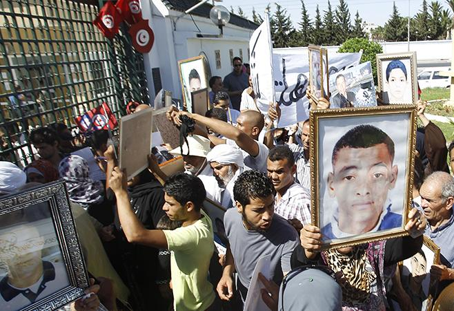 Victims still denied justice for unlawful killings during #Tunisia uprising; new @HRW report: http://t.co/unp7LfYC0Y http://t.co/BG9OKYaSpZ