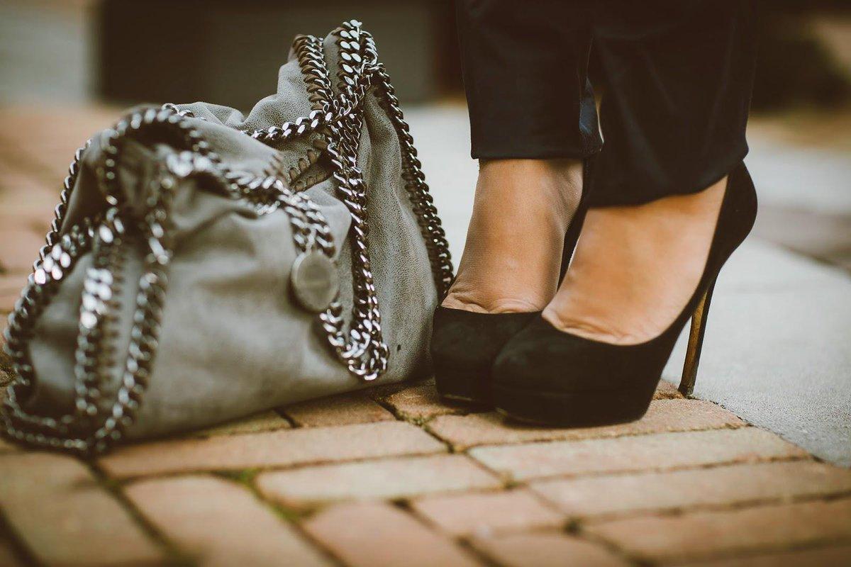 Indossare i tacchi prematuramente invecchia le ginocchia