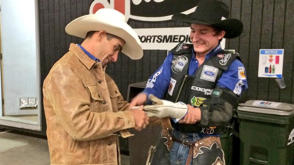 Sometimes you need a little extra help from your friends, just ask Renato Nunes & @ryandirteater. #TPDFINALS http://t.co/Y3DXwdMV82