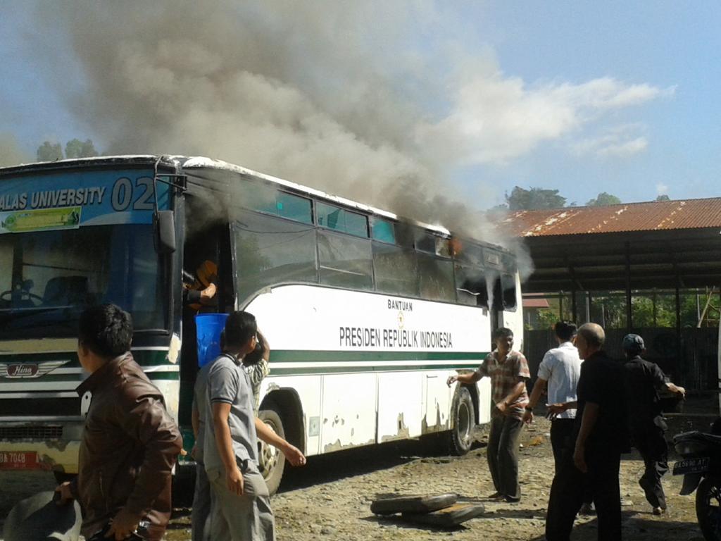 Bat Bus 12 >> Info Padang Twitterren Innalillah Kok Bisa