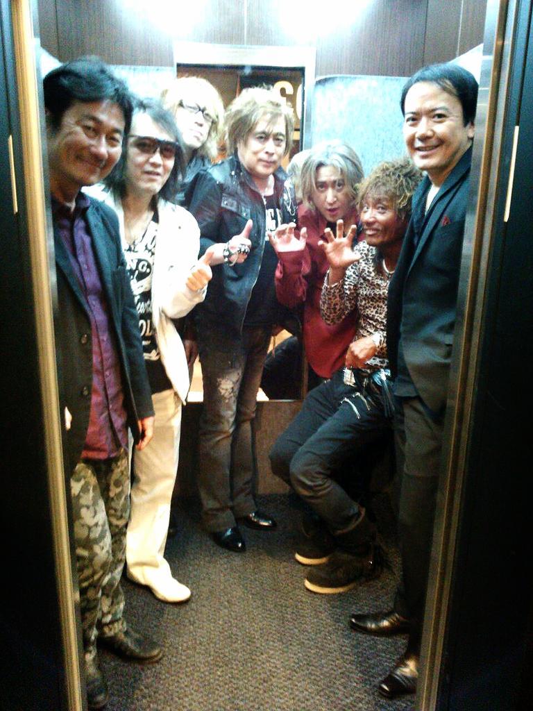 アニソンコスプレアドベンチャー最高でした!高橋洋樹さん、新井正人さん、宮内タカユキさん、浜口祐夢さん、山形ユキオさん、宮崎歩さん。素晴らしかったです! http://t.co/3dqEht6D3H