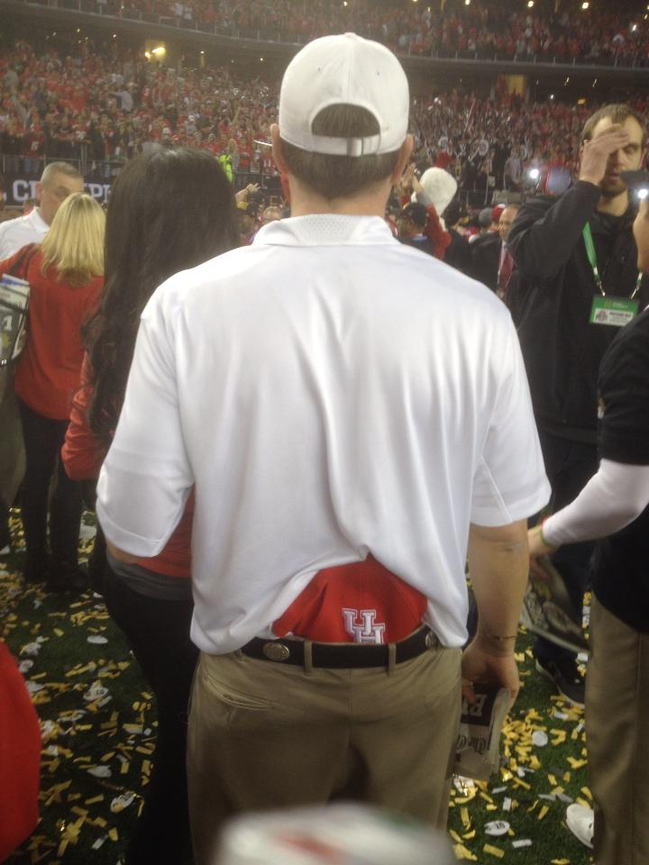 Tom Herman now former @OhioStFootball OC, with Houston hat tucked in waistband http://t.co/8tKZ1xw4NQ