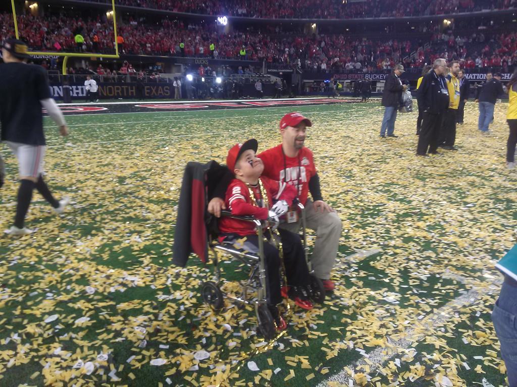 A couple of happy #Buckeyes @C_R_Stud http://t.co/BpEfBMs6Td