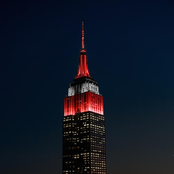 The @EmpireStateBldg is lit up scarlet and grey to celebrate Ohio State's championship. http://t.co/Iicqriqu3q