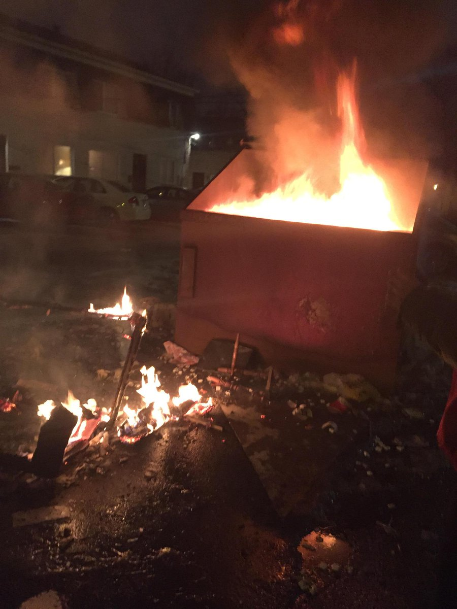 Dumpster on fire earlier in an alley between Lane and Norwich/Tuller and Waldeck (Alex Dummer / Oller reporter) http://t.co/pIE1HYHKED