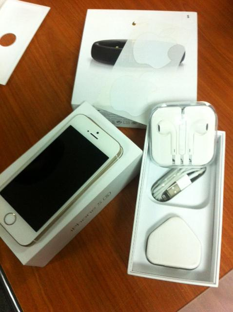 [WTS] USED Unlocked iPhone 5S 16GB Gold. Condition 10/10. 1 yr 2 mths. HK Set. RM1500. Your RT's are appreciated ;) http://t.co/yWedlgvMFd