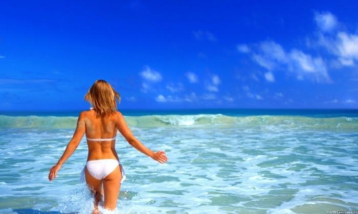 фото девушек на море со спины на море на