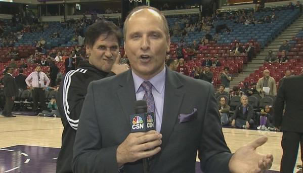 Sac Kings fans need a laugh. Check out this epic photobomb by @mcuban to my co-worker @billherenda