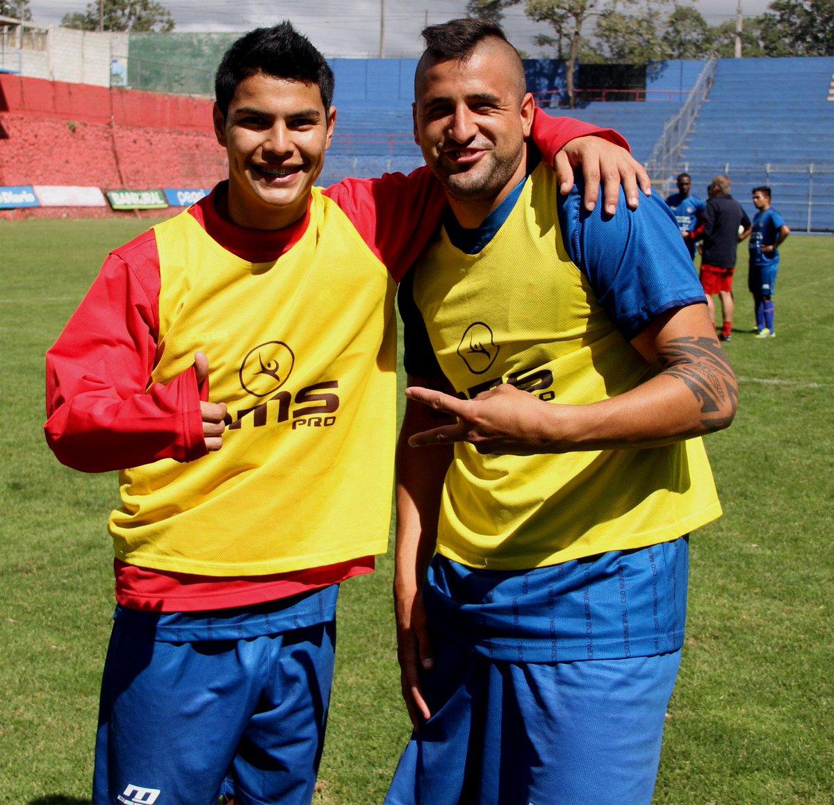 @kvnsantamaria24 y @petocallorda21 en la práctica de @Rojos_Municipal http://t.co/ktmKffzyZx