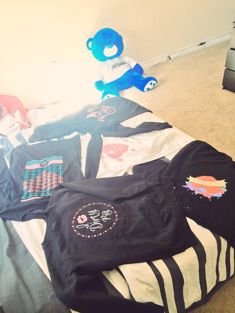 DIRTY PIG GIVEAWAY!!! I'll be choosing someone who RT's this and I'll be sending you these goodies