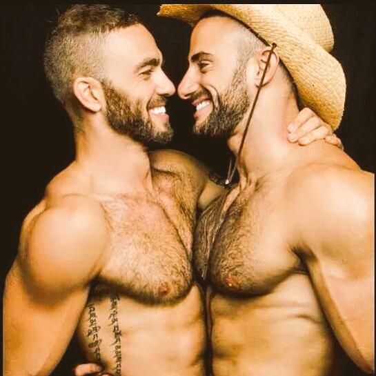 Hombres Musculosos Gay 83