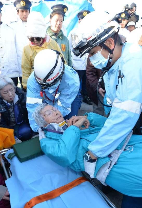 """""""15日午前8時15分過ぎ、座り込んでいた80代の女性が機動隊から排除される際に頭を打ち救急車で病院に搬送された…""""  辺野古新基地:資材搬入に市民ら激しい抗議 けが人も(沖縄タイムス) https://t.co/tKFjnn4aC2 http://t.co/DSsQ2U1czH"""