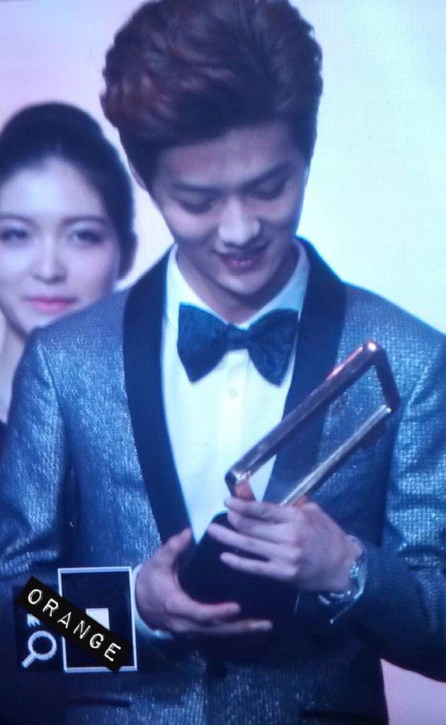 [PREVIEW] 150115 2014 Weibo Awards Night [100P] B7ZG2XuCYAABNrp