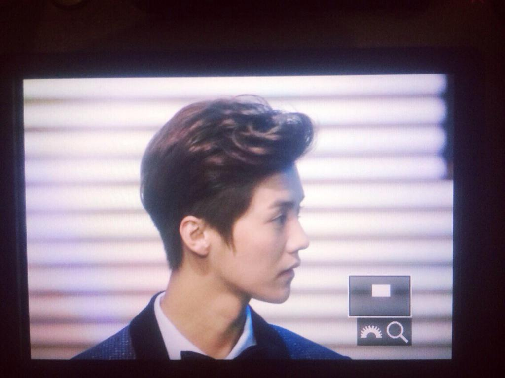 [PREVIEW] 150115 2014 Weibo Awards Night [100P] B7ZGYQ_CIAMeSQ7