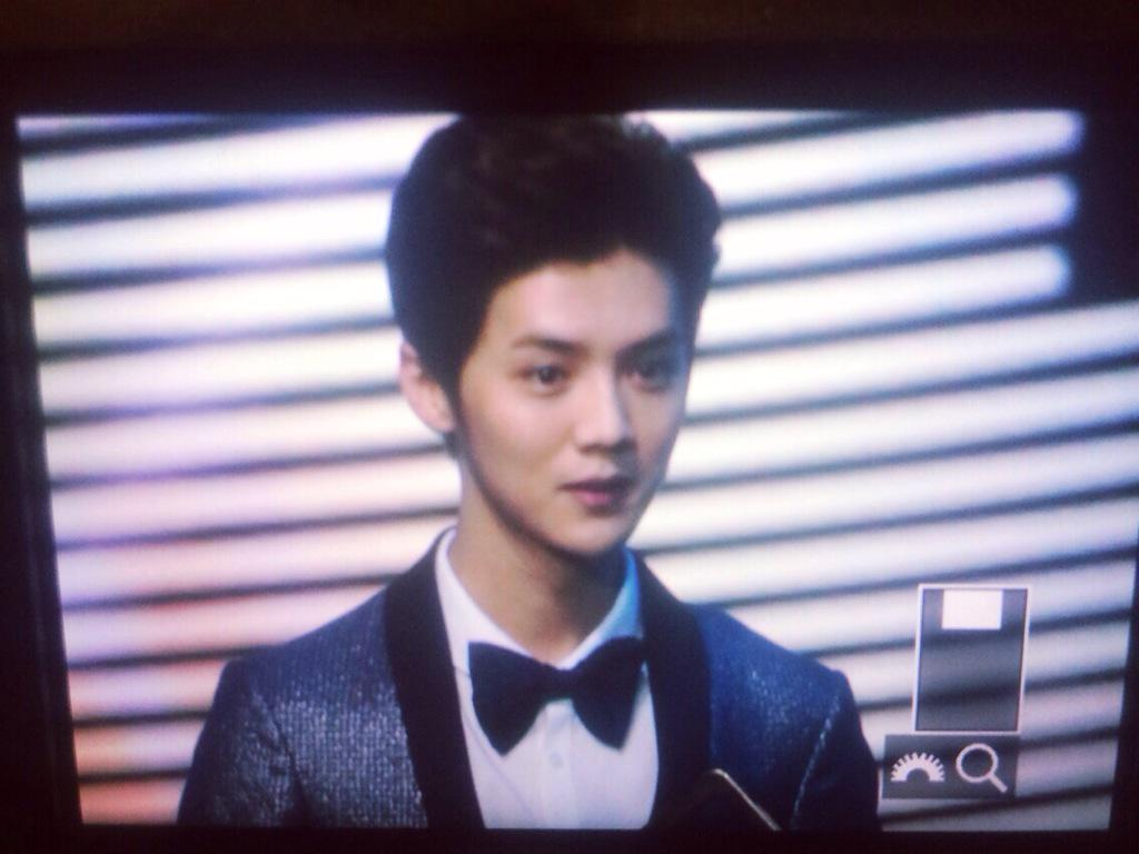 [PREVIEW] 150115 2014 Weibo Awards Night [100P] B7ZGYdaCUAIhrau