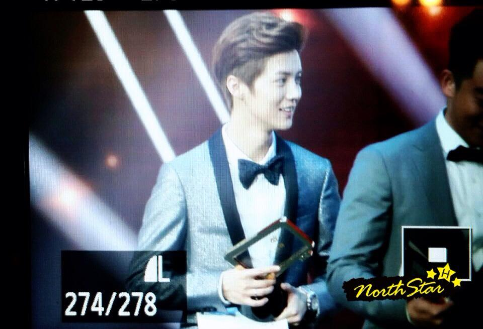 [PREVIEW] 150115 2014 Weibo Awards Night [100P] B7ZH1FWCEAAMvmT