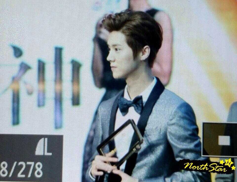 [PREVIEW] 150115 2014 Weibo Awards Night [100P] B7ZH1GJCcAAU4tL