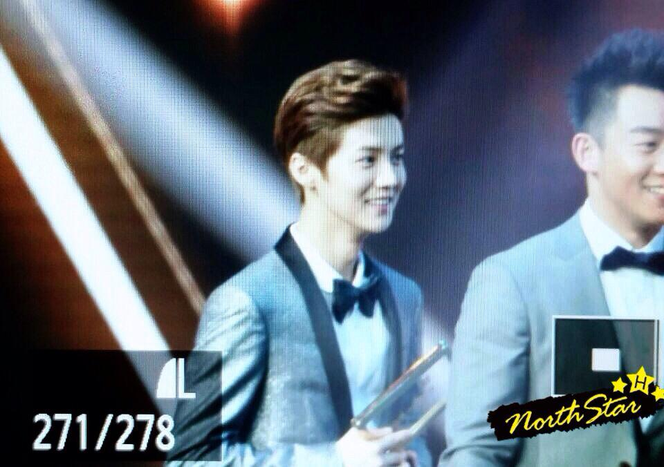 [PREVIEW] 150115 2014 Weibo Awards Night [100P] B7ZH1HnCMAAPJHq