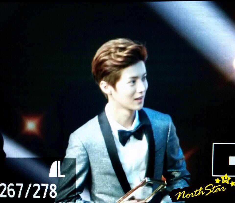 [PREVIEW] 150115 2014 Weibo Awards Night [100P] B7ZH2rZCIAA5-g-