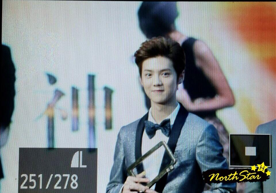 [PREVIEW] 150115 2014 Weibo Awards Night [100P] B7ZH3AxCcAEuhYC