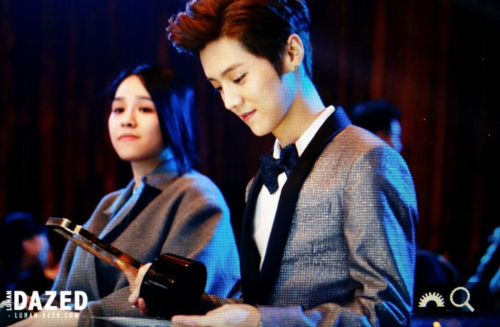 [PREVIEW] 150115 2014 Weibo Awards Night [100P] B7ZIov_CQAETEfZ