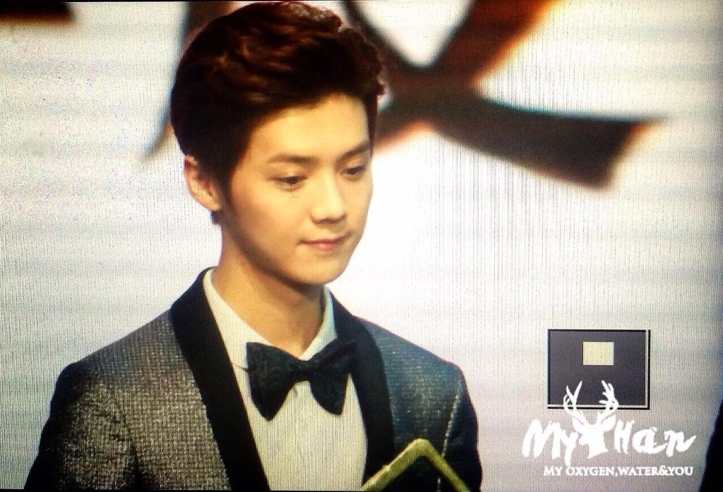 [PREVIEW] 150115 2014 Weibo Awards Night [100P] B7ZN80aCMAAoyP7