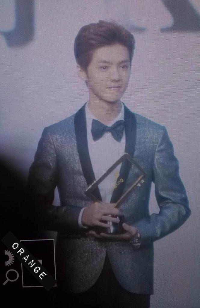 [PREVIEW] 150115 2014 Weibo Awards Night [100P] B7ZNI8vCAAAwNKn