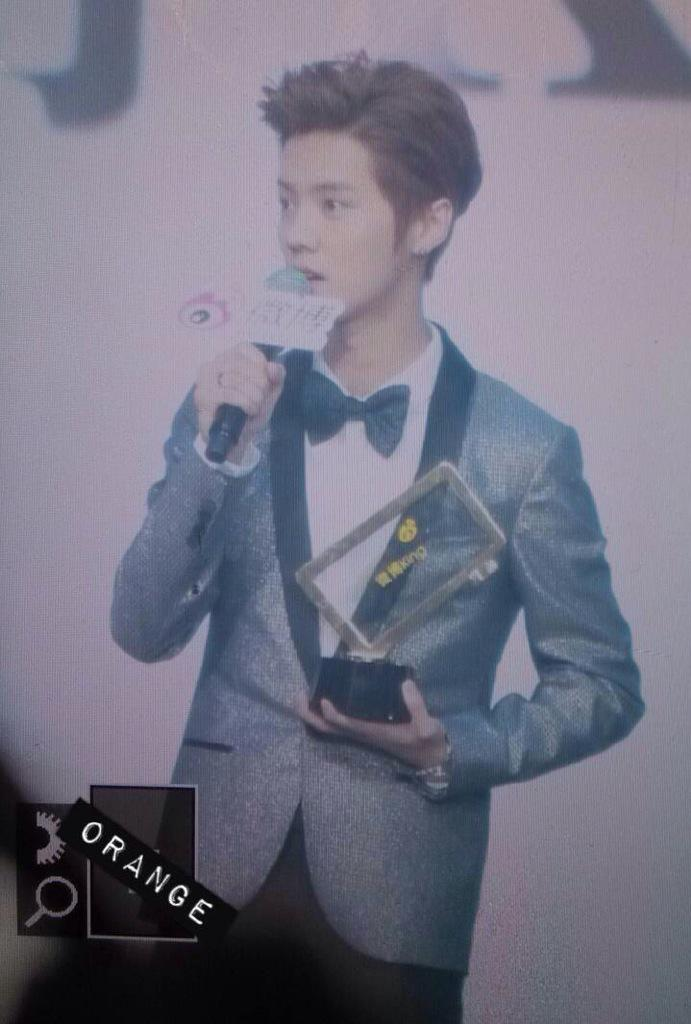 [PREVIEW] 150115 2014 Weibo Awards Night [100P] B7ZNI9VCYAEUd9H