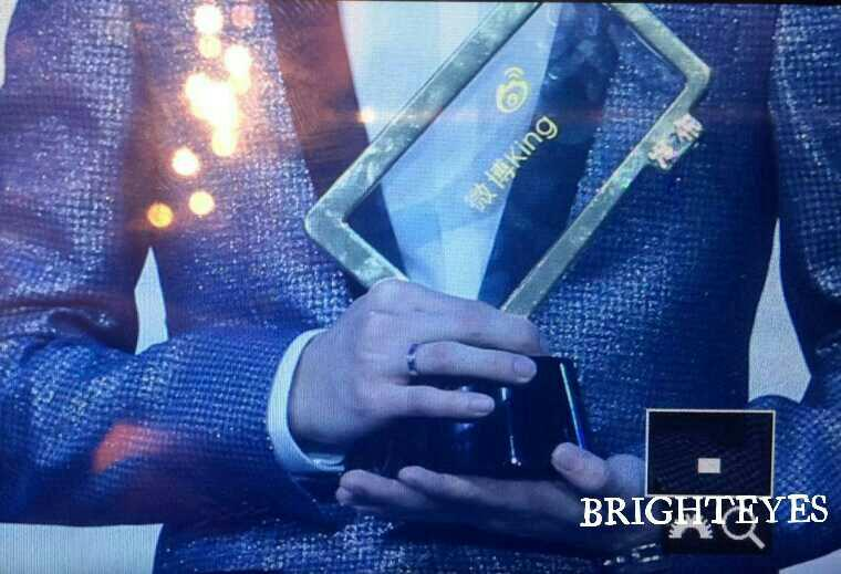 [PREVIEW] 150115 2014 Weibo Awards Night [100P] B7ZNv_sCEAIrWYs