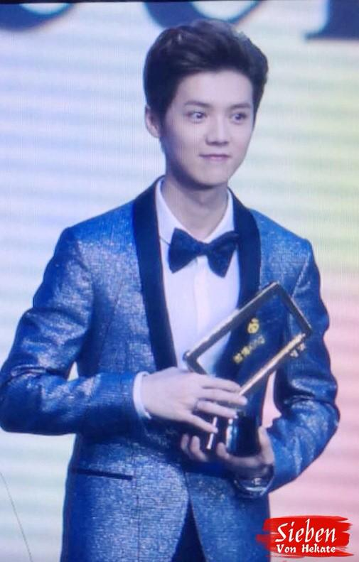 [PREVIEW] 150115 2014 Weibo Awards Night [100P] B7ZOzcFCMAAFHnB