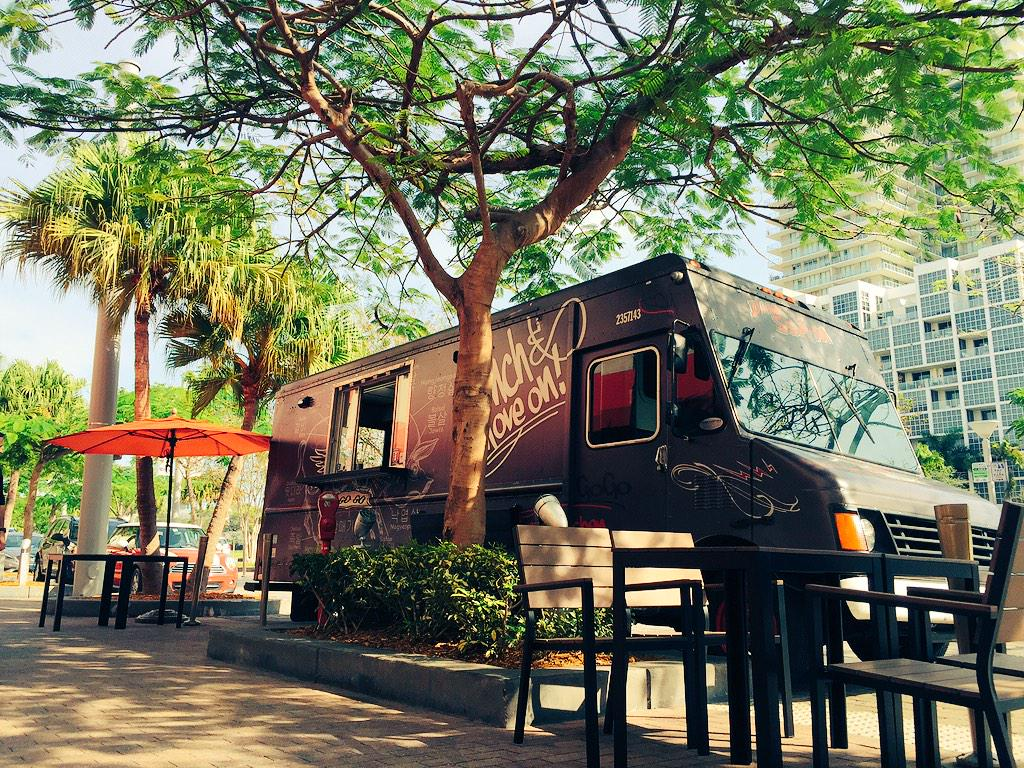 Beautiful day for a #Free Cracklin' Duck Sandwich Dim Ssam a gogo in front of Sakaya Kitchen #ZagatLovesMiami http://t.co/JcRj5gZ9n6