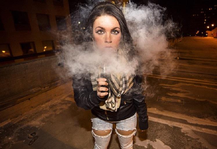 Divieto di sigarette elettroniche diventa legge a Big Island nelle Hawaii