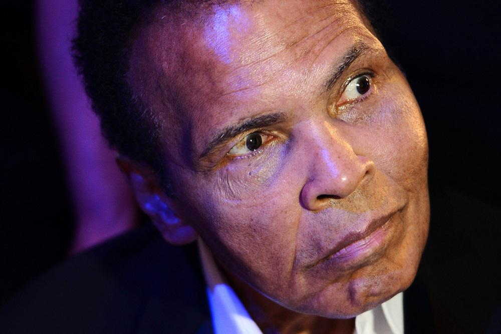 Boxing legend Muhammad Ali in intensive care after being found unresponsive at his home http://t.co/caUYSPMDE2 http://t.co/juE8p5vIea