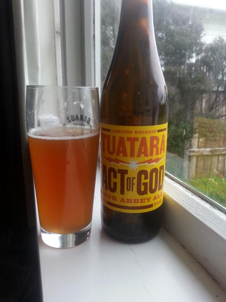 Something a bit unusual from @TuataraBrew tonight. Apricoty and strong. A reminder of beer's delicious volatility. http://t.co/h1MA0i2VQX