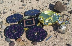 UK-led #beagle2 lander found on Mars. Beagle successfully landed https://t.co/PFgA0nce6Q http://t.co/bvmwR24NXJ