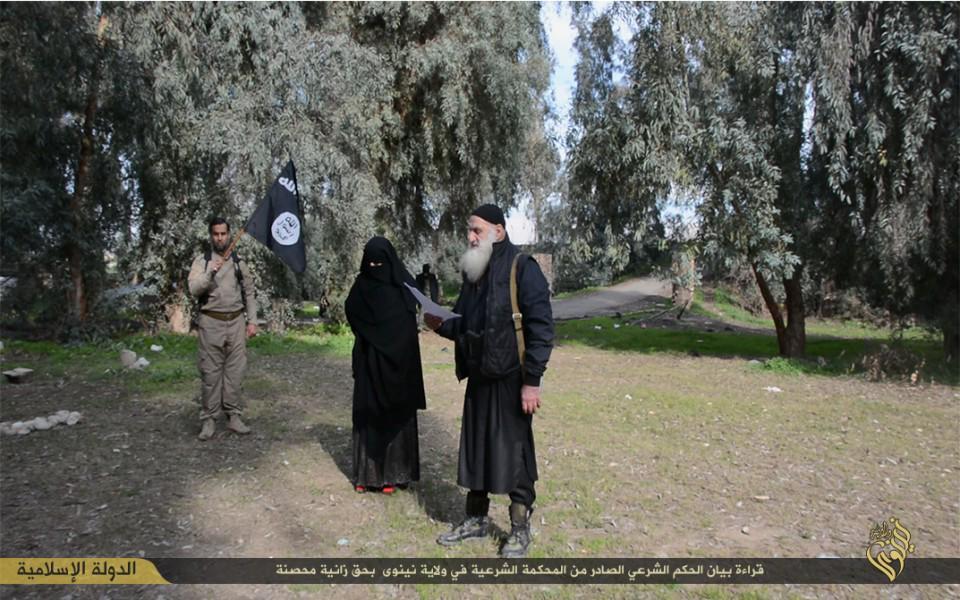 イスラム国 姦通の罪で少女を公開処刑(画像あり)