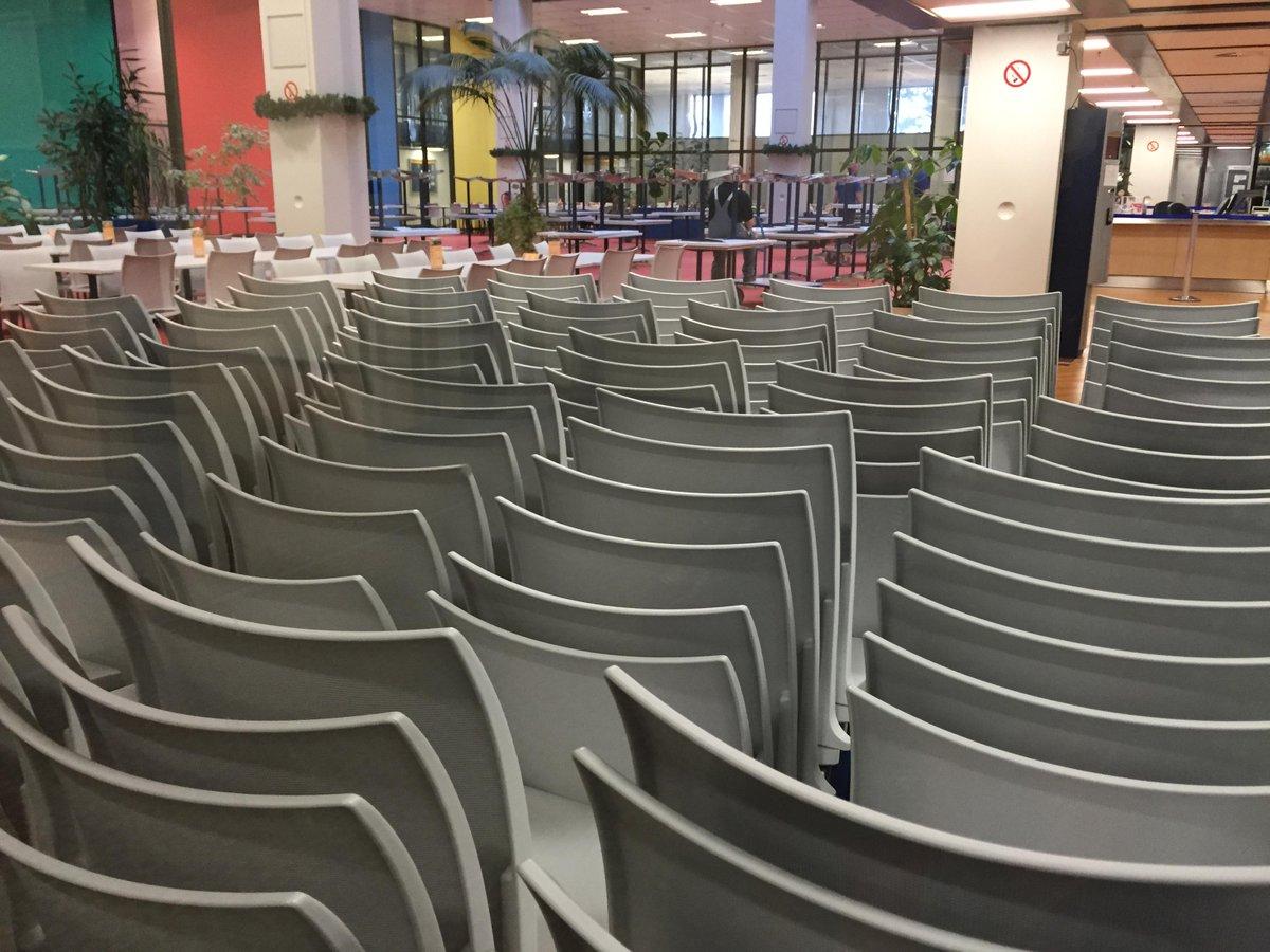 Die Vorbereitungen f.d.  Nacht des Wissens in #Göttingen laufen bereits. Zu sehen Umbau d. UMG-Mensa. @ndw_goe #ndw15 http://t.co/cBdFx3OZfR