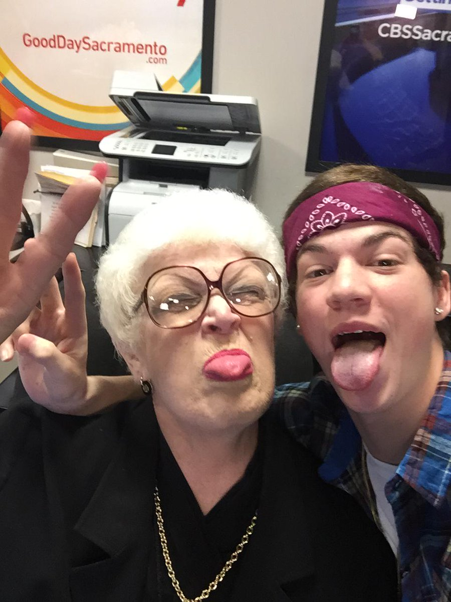 Taylor & Eleanor!  #bestselfieever @taylorcaniff @gooddaysac http://t.co/mP7yHDGLuy