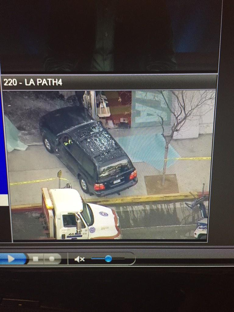 SUV crashes into @peta building in Echo Park. Live aerials via @ABC7. http://t.co/gRqhVIoVG3