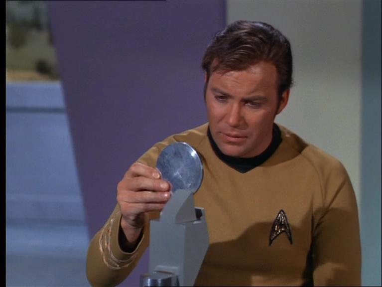 Cpt. Kirk & eine extraterrestrische CD-ROM - kann das gutgehen? Mehr bei der #ndw15: http://t.co/kf2Uom0tti ^DS http://t.co/j4Uvq5N5Ga