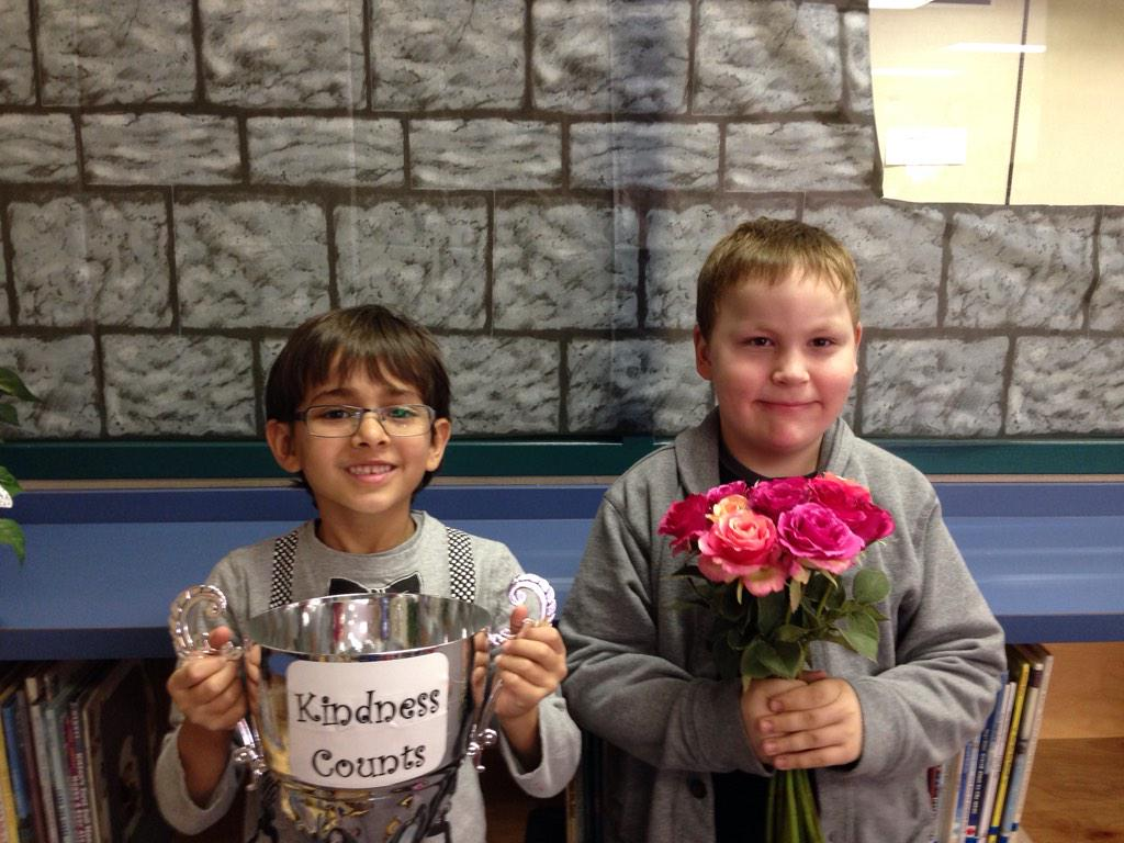 L helped me get up when I fell at the park. I felt happy he helped me.  #KindnessCounts #gvlearn http://t.co/cvGppi6Gvy