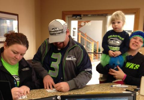 Good luck to these matching fans! They sure are representing the #12s! http://t.co/P0XunO9nxa